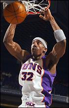 Финикс победи Маями в дербито на НБА