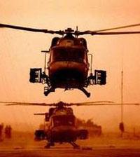 Военен пилот доставя пица на гаджето си с бойния си хеликоптер