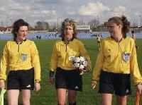 Женска съдийска бригада ръководи мач от футболната Б група