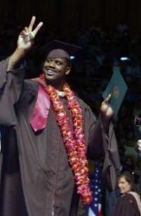 Шакил О' Нийл добави диплома към трите си титли