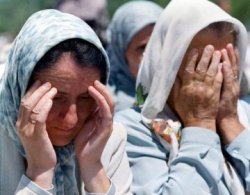 Сребреница си спомни масовото убийство преди 10 години