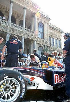 Ред Бул Рейсинг остава във Формула 1 до 2012 г.