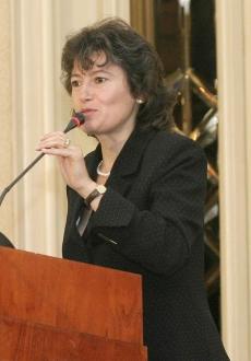 Заведоха три дела срещу министър Арсенова заради боклука в София