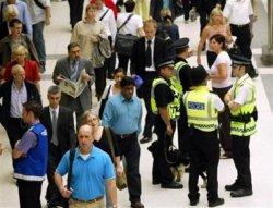 Терорист-камикадзе застрелян в лондонското метро