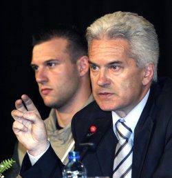 """""""Атака"""" напусна залата, иска оставката на Георги Пирински"""