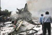 Самолет се разби в Индонезия, около 100 души са загинали