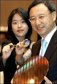 Samsung представя първия в света чип с 16 гигабайта NAND флаш памет