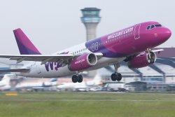 Първият евтин полет кацна в София