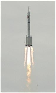 Китай изпрати двама души в Космоса