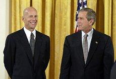 Брус Уилис плаща милион за главата на Бен Ладен