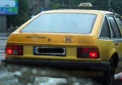 Арестуваха таксиметров шофьор, заключил клиент в багажника