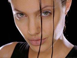 Бившата приятелка на Анджелина Джоли все още я обича