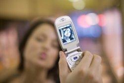 Жена глътна мобилен телефон, за да го скрие от гаджето си