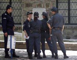 Всички стачкуват, полицаите намазаха: вдигат им заплатите