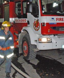 Такси пламна, водачът и негов колега са обгорели