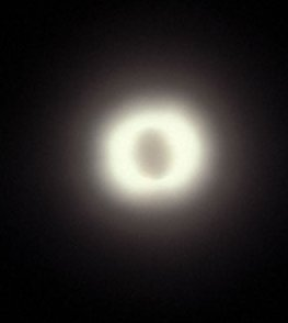 Варненци гледат лунно затъмнение след дни