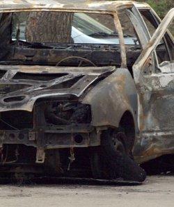 Шофьор-рекордьор с 5 промила се натресе в стена, колата му изгоря