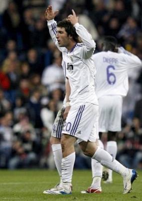 Реал издрапа до победата след дузпа