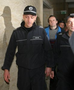 Валутните престъпления на Вальо Топлото влизат пак в съда