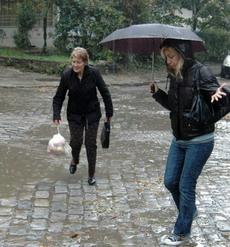 """Червен дъжд """"окървави"""" Варна"""