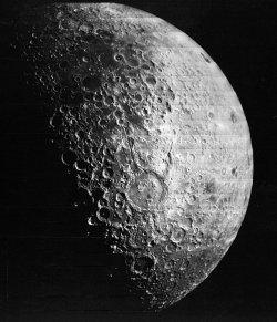Превръщат Луната в гробище