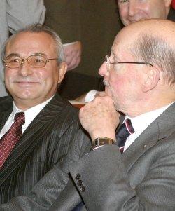 ДПС и НДСВ оставиха Станишев сам на гилотината