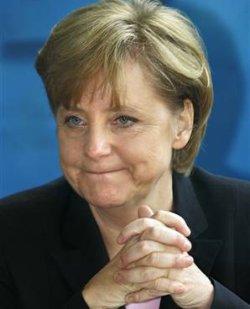 Меркел кумува на гей-сватба