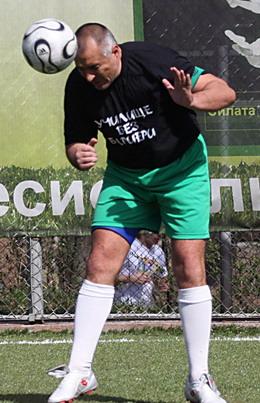 Странно. Бойко Борисов се хвърли в защита на Петков