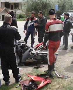 Мотоциклетист загина след удар в Москвич