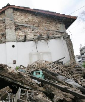 Сграда се срути и уби жена в Горубляне