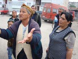 Роми в Бургас пропищяха: Бутат им къщите
