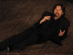 Грандиозно и саркастично: 30 години в театъра