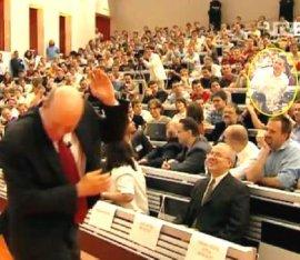 """Шеф на """"Майкрософт"""" отнесе академична атака с яйца"""