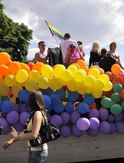 Омраза и заплахи местят гей парада в Южния парк