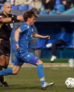 Левски се мъчи срещу бившия отбор на Вили Вуцов