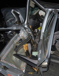 Вадят 3 часа тялото на шофьор след жестока катастрофа