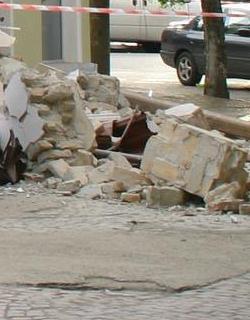 Стена се срина, уби строител