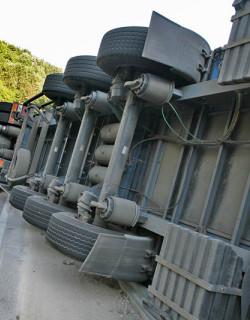 Камион с жито се обърна край Силистра