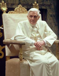 Папата използва Фейсбук, за да примамва младите