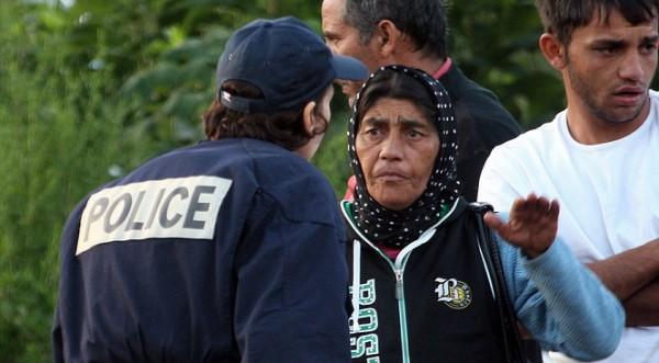 Брюксел моли Париж сам да се обвини за гоненeто на ромите
