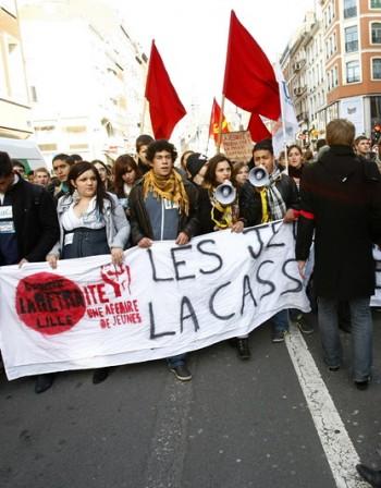Френската полиция деблокира рафинерия до Париж