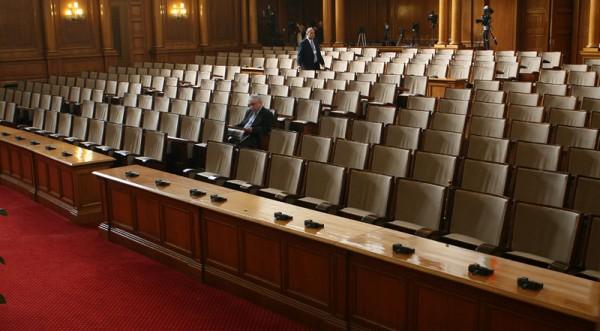Дилемата на депутатите – закон или скъп подарък