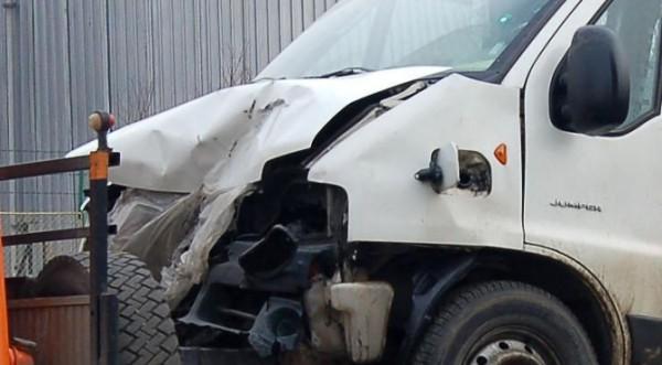 Трима пострадаха при сблъсък на трамвай и маршрутка в София