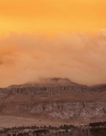 Изригна вулканът Сопутана на индонезийския остров Сулавеси