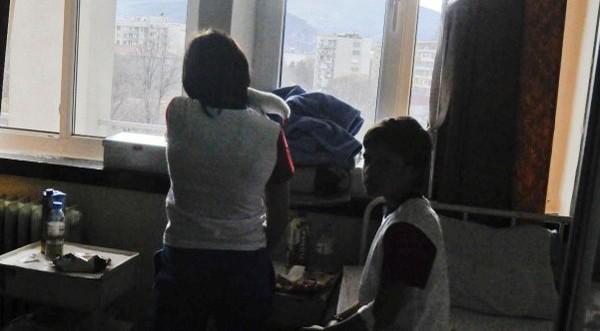 Всяка година 2000 български деца се изоставят в домове