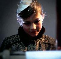 Малко момиченце съживява песен на Нова Генерация