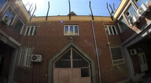 Хванаха двама служители на бургаския затвор с подкуп