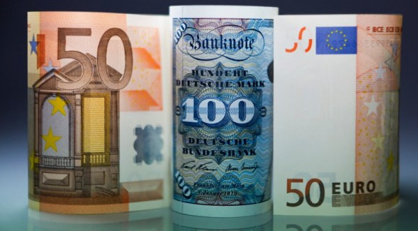 Еврото навършва десет години в атмосфера на криза