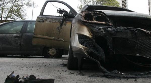 Решетки и домашен арест за палежа на коли в Аксаково