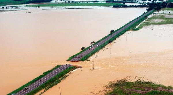 Заради наводнения 35 хил. са евакуирани в Рио де Жанейро